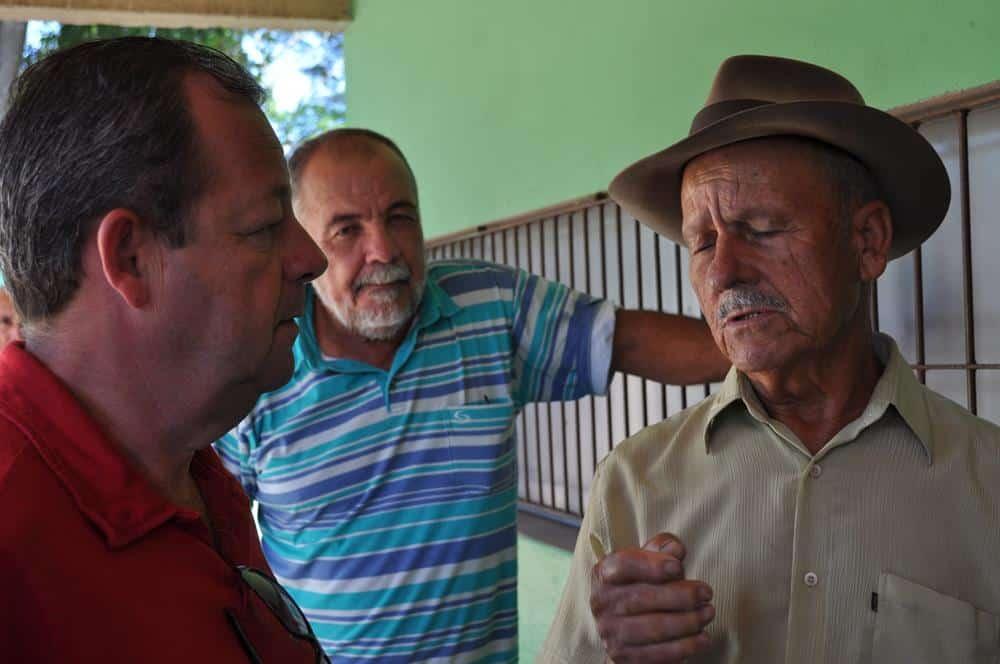 Samuel foi recebido pelos moradores. Foto: ACOM/Prefeitura.