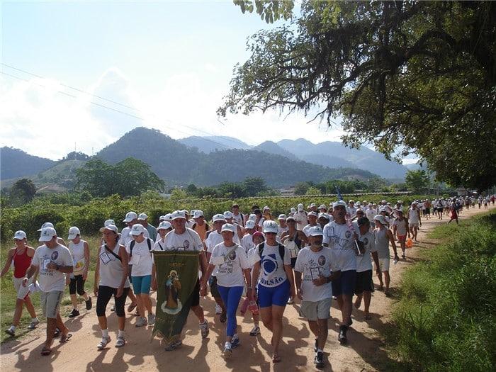 Romeiros em caminhada. Foto: ASCOM/Prefeitura de Alfredo Chaves.