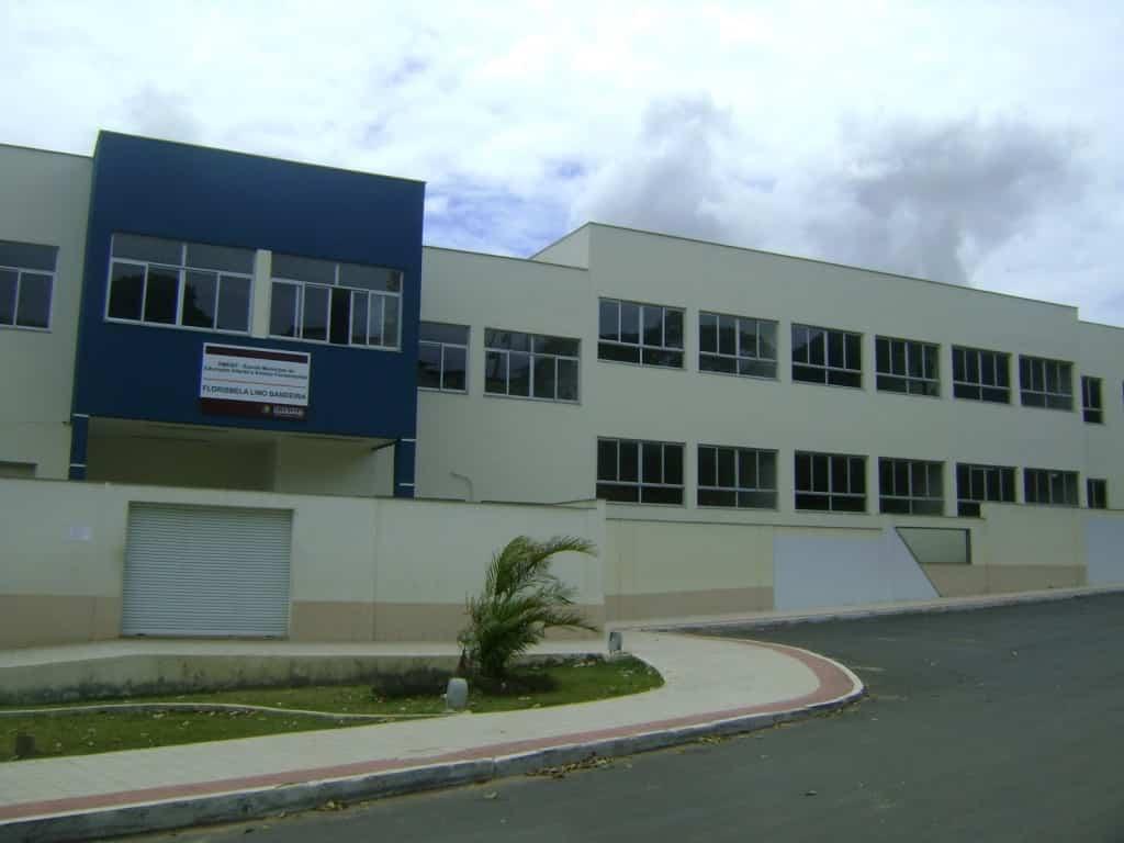 Escola está com rachaduras. Foto: Divulgação.