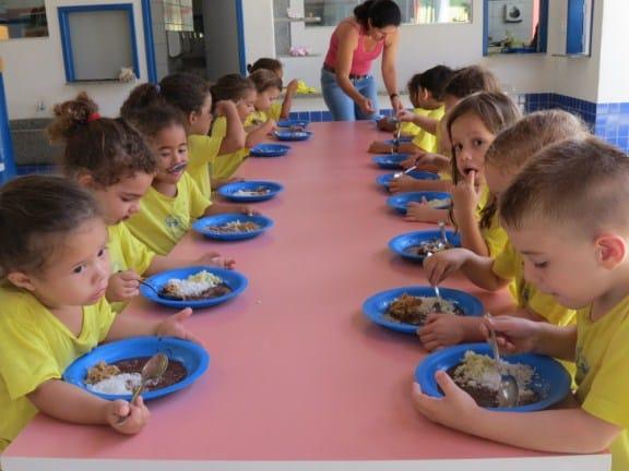 Merenda de qualidade é servida nas escolas de Alfredo Chaves. Foto: ASCOM/Alfredo Chaves.