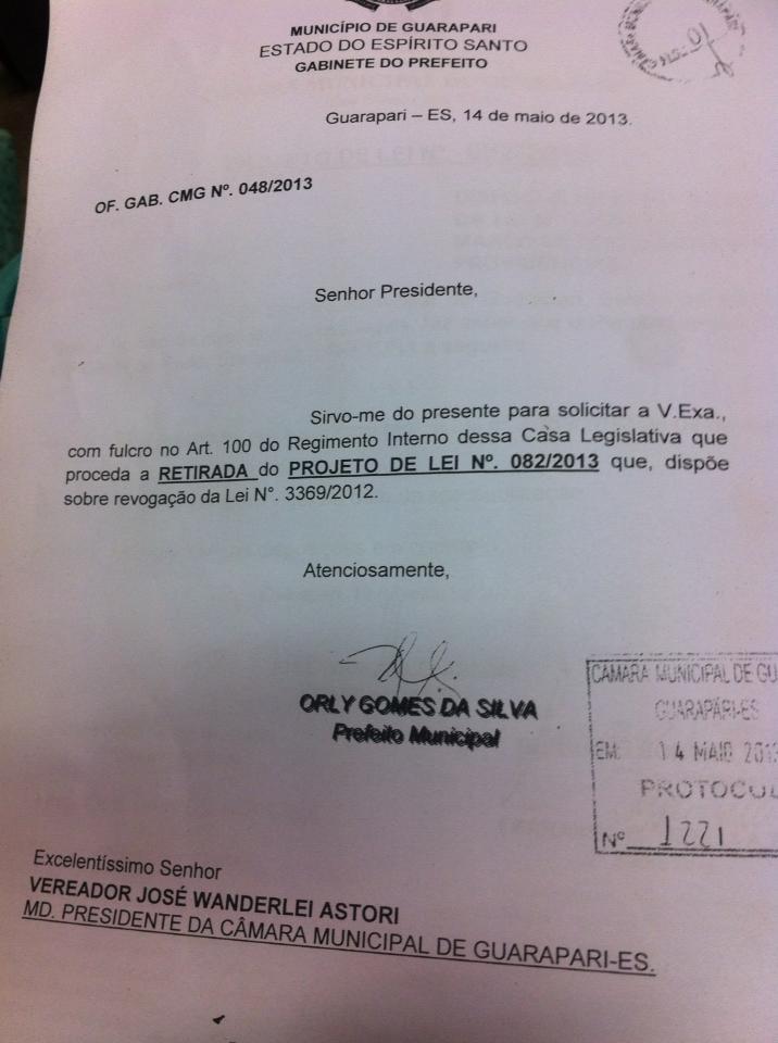 Documento assinado pelo prefeito. Foto: Raquel Gerde.