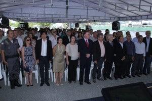 Ex-prefeito ficou na primeira fila ao lado as autoridades.