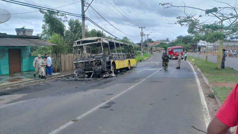 Veículo ficou totalmente destruído. Foto Thiago Amaral/Vent