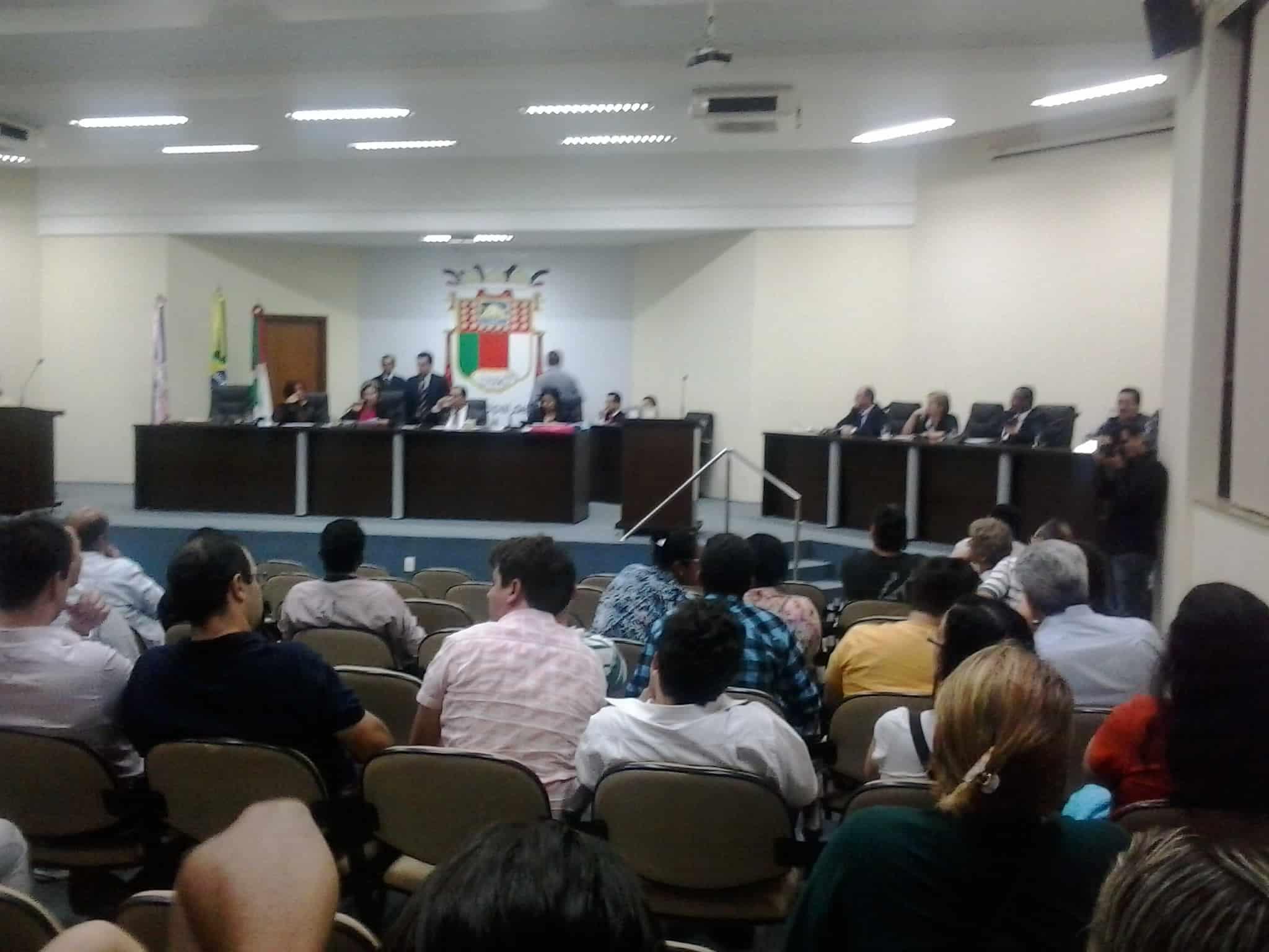 Público aguardou ansiosamente a hora da votação da CPI. Foto Wilcler Lopes