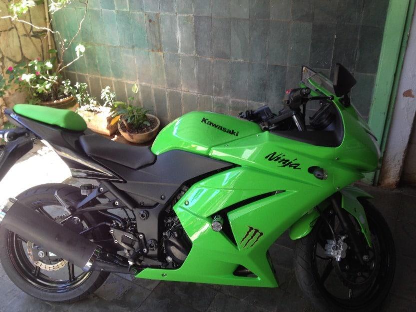 1362157576_447676183_1-Fotos-de--Kawasaki-Ninja-250r-2010-de-cor-verde
