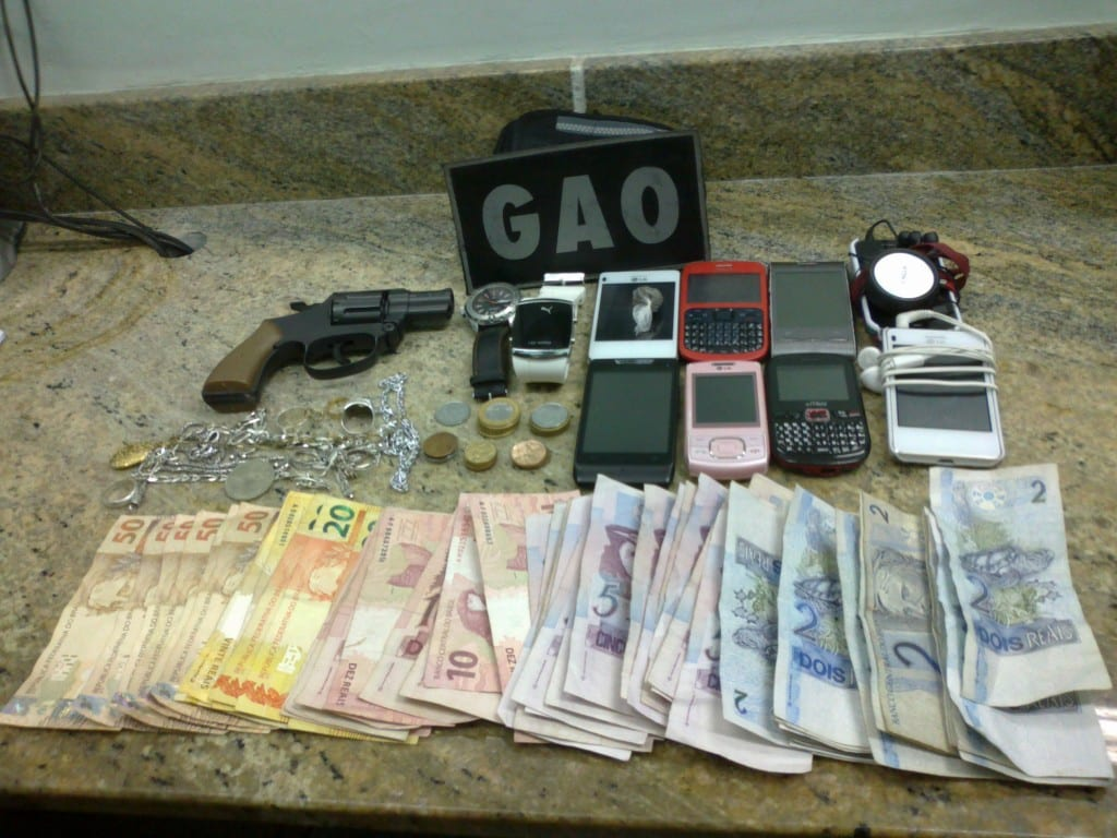 Material apreendido com os suspeitos. Foto: Rosimara Marinho.