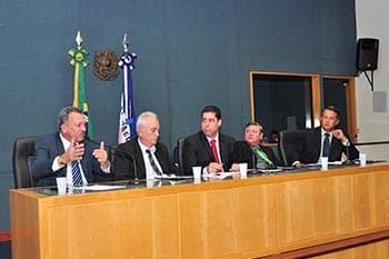 Infraestrutura_09122013_mesa_baixa_ReinaldoCarvalho