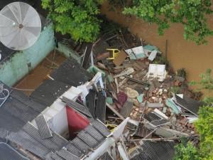 """As informações indicam que já foram registrados acúmulos de chuva com volume superior a 700 milímetros desde o início do mês de dezembro em alguns municípios do Estado. """"O solo já está muito encharcado, e a continuidade da chuva só agrava os impactos"""", disse Hugo Ramos, meteorologista do Incaper."""