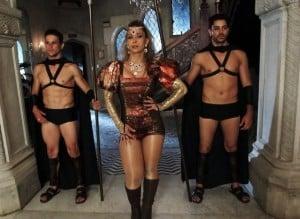 """Animada com a repercussão, Valesca falou sobre as inspirações para o clipe. """"Me inspirei na Beyoncé, que eu adoro, na Katy Perry e na Lady Gaga"""", disse ela, que não escondeu a satisfação com o resultado final: """"Amei, não fiquei uma Beyoncé 100%, mas fiquei 50%""""."""