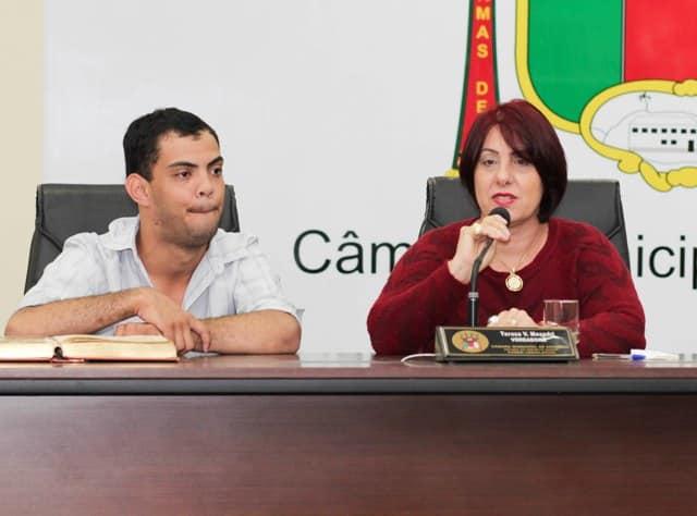 Terezinha é presidente da Casa.