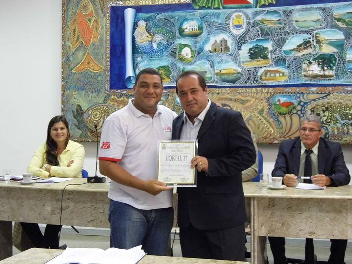 Nosso jornalista responsável, Wilcler Carvalho Lopes, recebeu a moção em nome de toda a equipe.