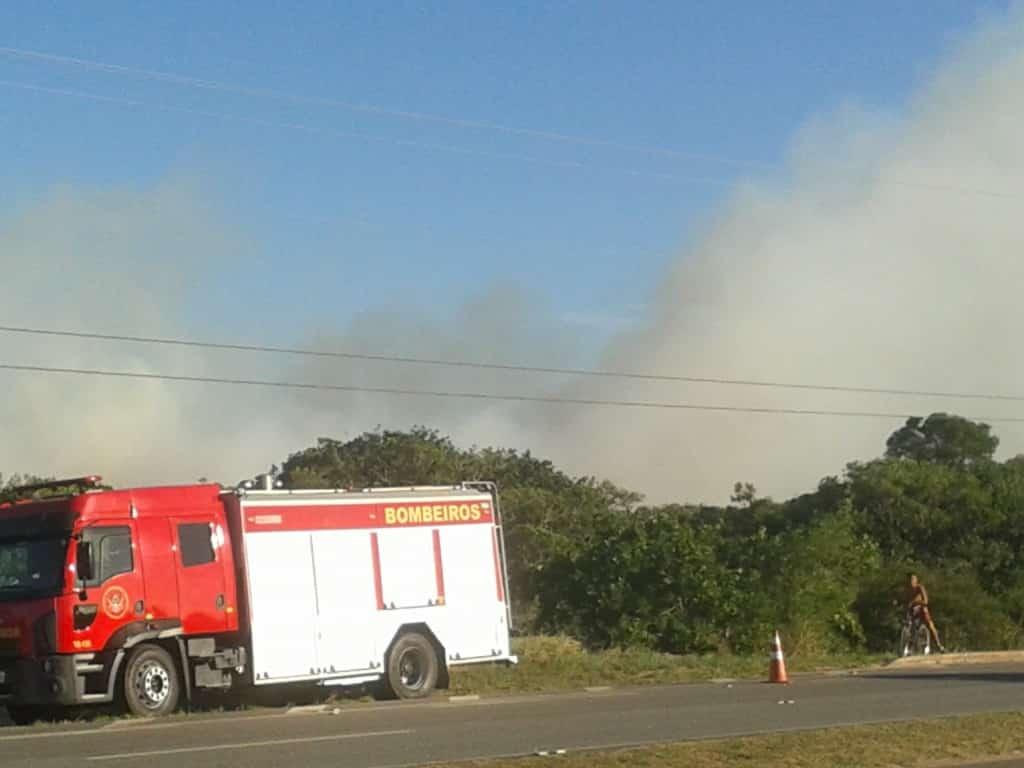 O corpo de bombeiros com a ajuda do harpia 02, trabalharam para combater o incêndio.