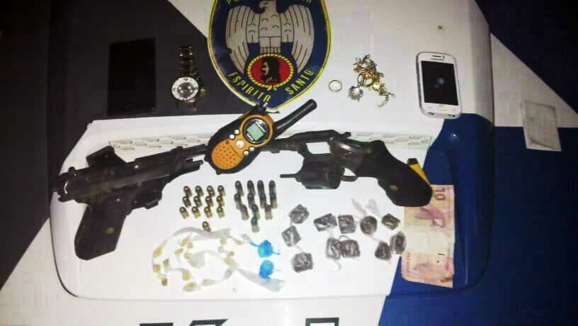 Todo material apreendido foi levado junto com os detidos para o DPJ de Guarapari