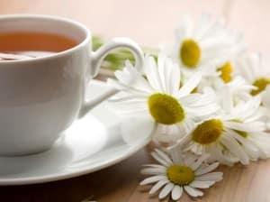 Chá de camomila: bom para curar problemas digestivos e náuseas. De preferência adoçado com mel, para ajudar a recuperar os níveis de açúcar no sangue Foto: Getty Images