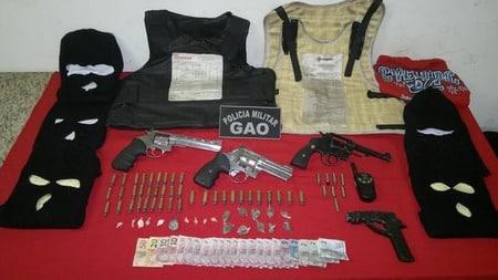 Os objetos apreendidos foram encaminhados junto com os detidos para o DPJ de Cachoeiro.