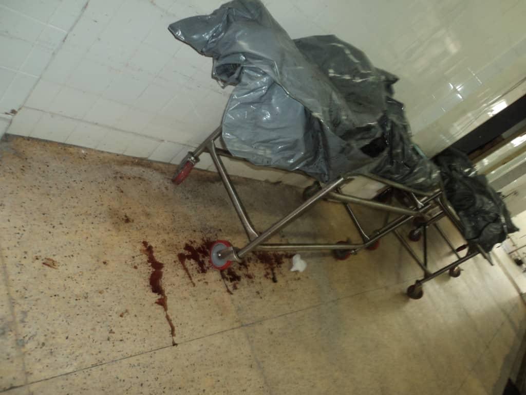 Corpos foram encontrados dentro dos corredores.