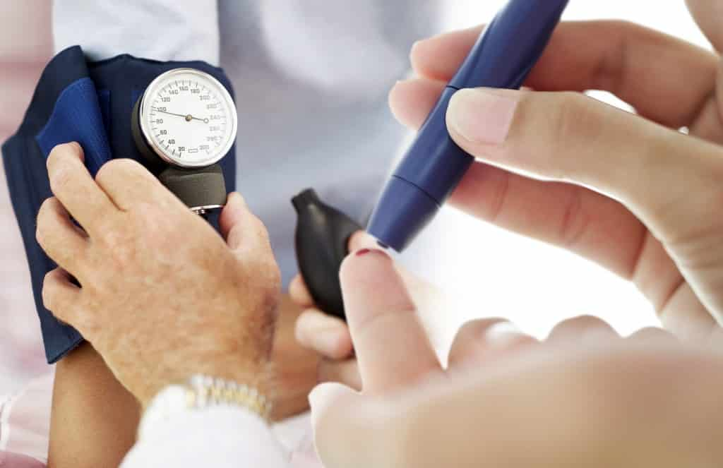 Diabetes é uma doença crônica que provoca altas taxas de açúcar no sangue.