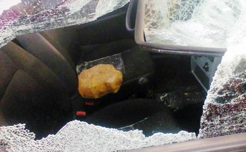 Os policiais foram atingidos por diversas pedras. Imagem Ilustrativa