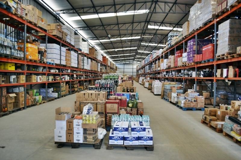 Apurou-se ainda que a empresa NEWRED, uma importadora de bebidas sediada em Vila Velha/ES, emitia documentos fiscais para acobertar a venda de mercadorias para Brasília/DF e outros Estados da Federação.
