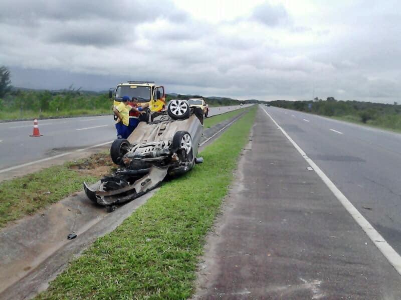 O acidente ocorreu na Rodovia do Sol, próximo ao Parque Estadual.
