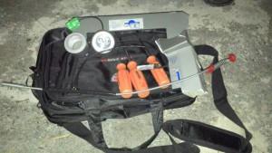 Os possíveis assaltantes deixaram a bolsa com os materiais que seriam usados no crime.