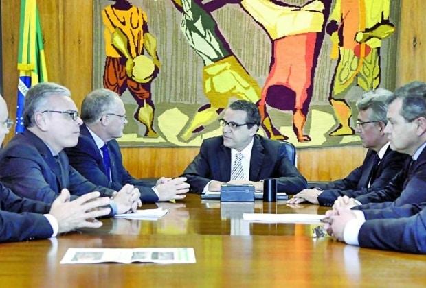 Henrique Alves prometeu criar uma comissão geral para apreciar as propostas dos Estados.