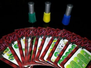 As cores podem ser combinadas com películas adesivas temáticas