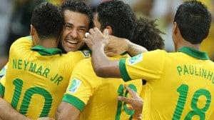 jogadores-do-brasil-comemoram-terceiro-gol-marcado-contra-a-espanha-e-o-segundo-de-fred-
