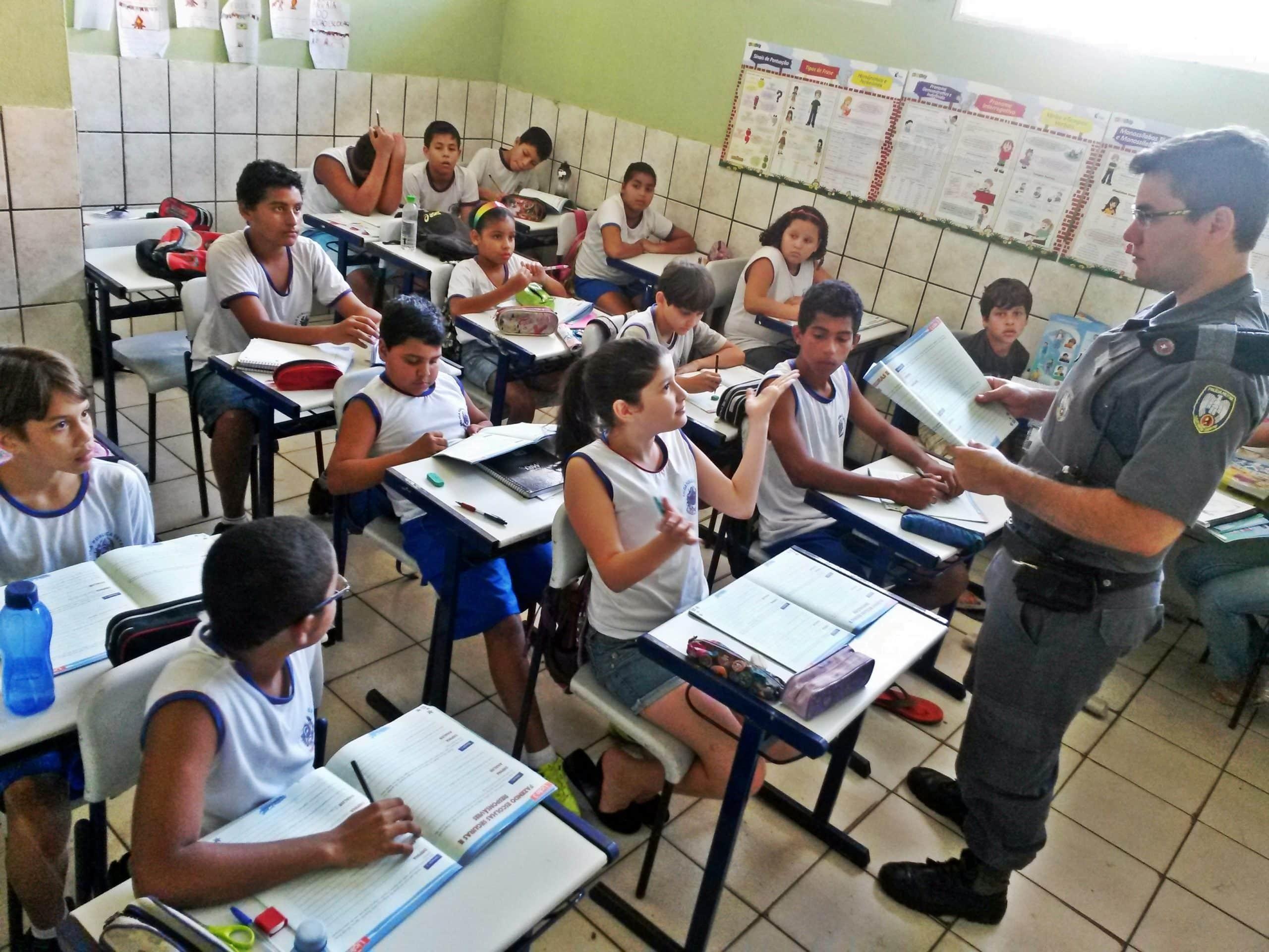 Ao todo são 10 lições apresentadas em sala de aula, através de uma revista educativa