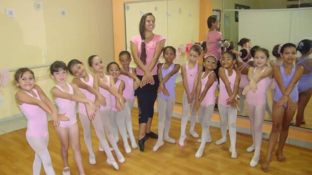 Projeto Dançarte: algumas alunas da professora Thais mostrando os talentos na dança.