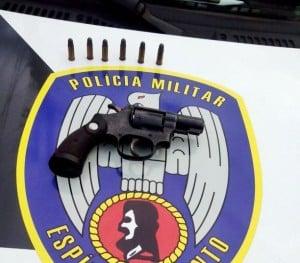 a arma foi apreendida com 6 munições