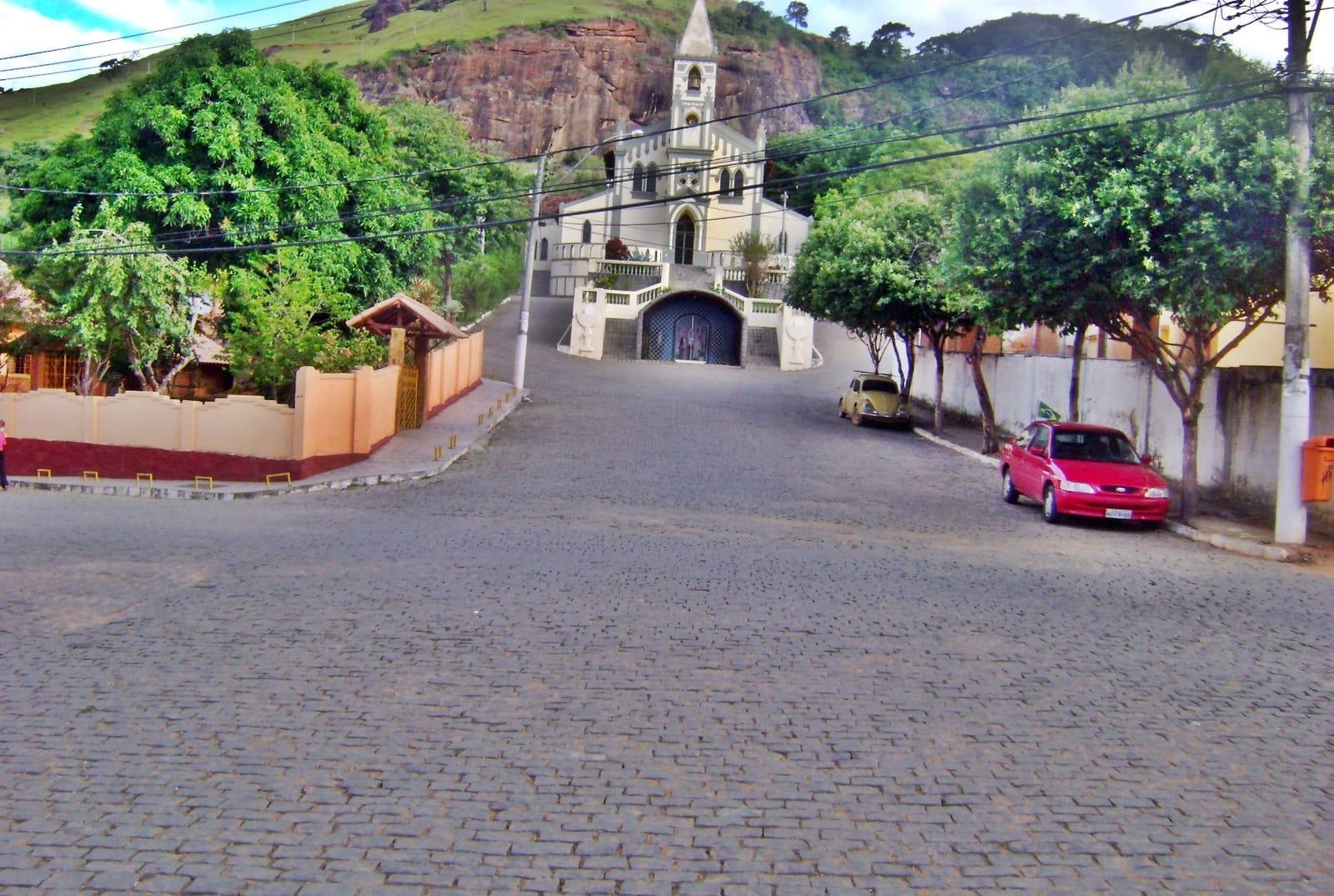 Mimoso tem grande potencial de crescimento, privilegiada pela sua posição geográfica fica a 44 km de Cachoeiro de Itapemirim, 87 km de Campos dos Goytacazes - RJ e 173 km de Vitória, com grande facilidade de entrada e escoamento de produtos, é a principal produtora de café do Sul do Espírito Santo