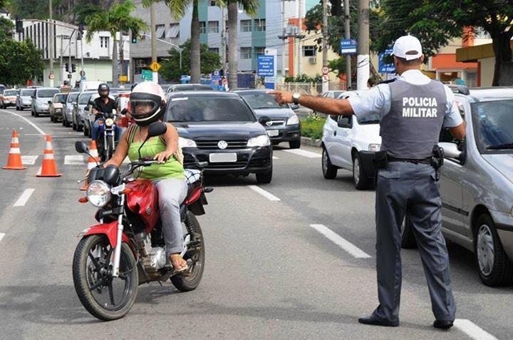 230 terão o direito de dirigir suspenso por um ano e pagarão multa de R$1.915,40.