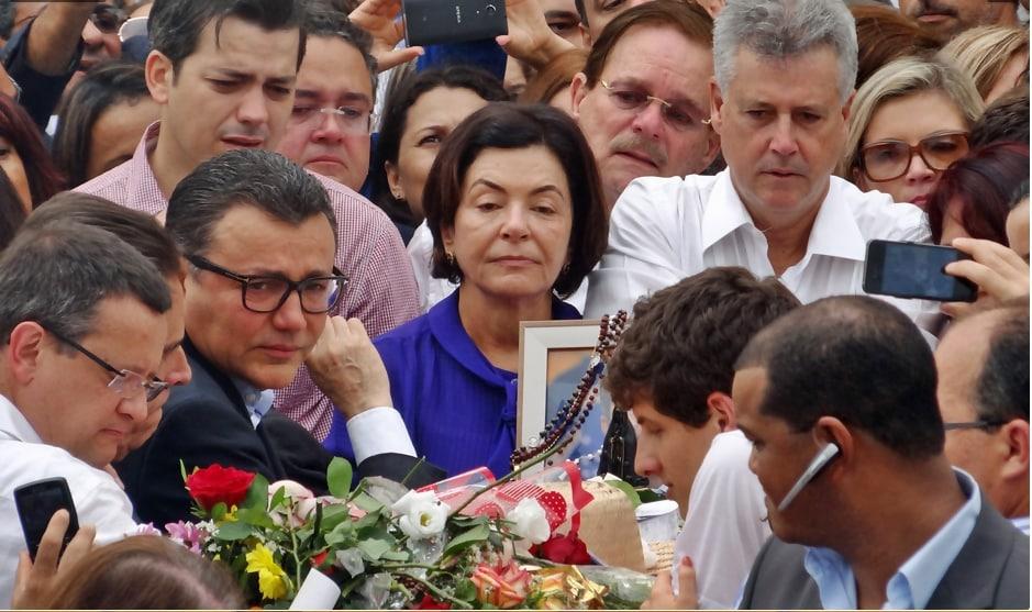 Ana Arraes, mãe de Eduardo Campos, durante velório neste domingo (17)