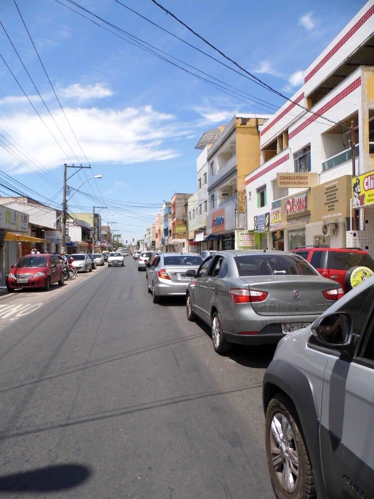 No Bairro Aeroporto a sinalização horizontal foi apagada pelo novo asfalto. Foto: João Thomazelli/Portal 27