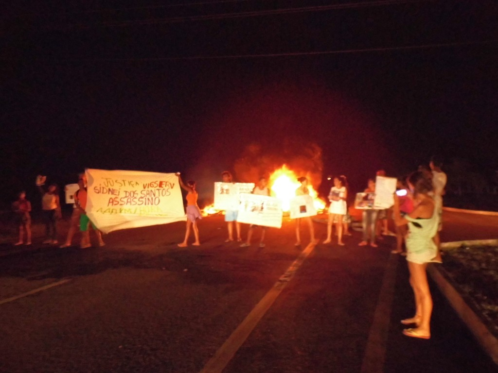 Moradores do Bairro Village do Sol protestaram na noite de ontem e na manhã de hoje. Foto: JOão Thomazelli/Portal 27