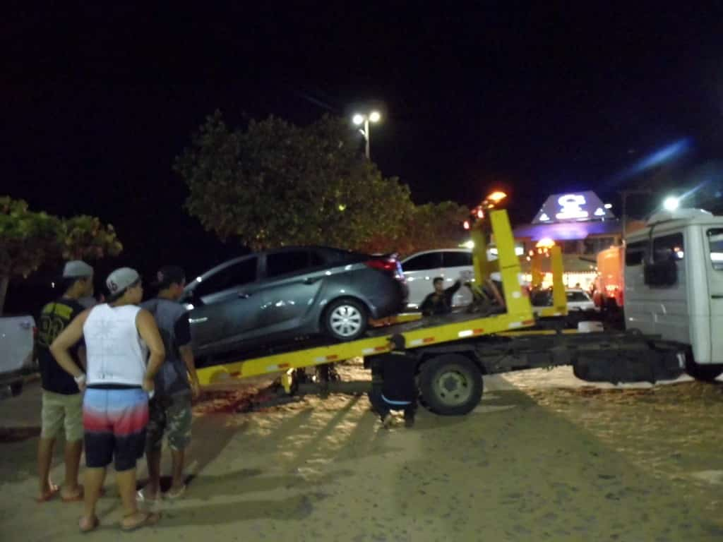 Pelo menos oito carros foram guinchados por estacionamento irregular. Foto: João Thomazelli/Portal 27
