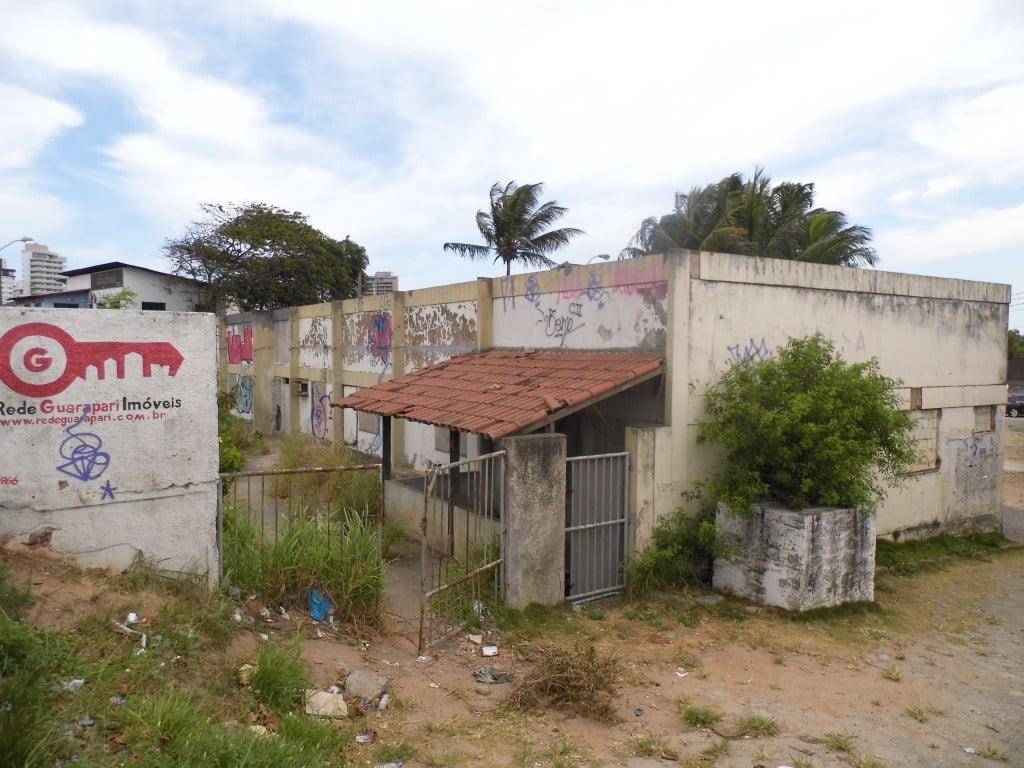 O imóvel está abandonado há vários anos. Foto: João Thomazelli/Portal 27