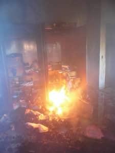 O fogo destruiu material de escritório que ficava em um armário. Foto: João Thomazelli/Portal 27