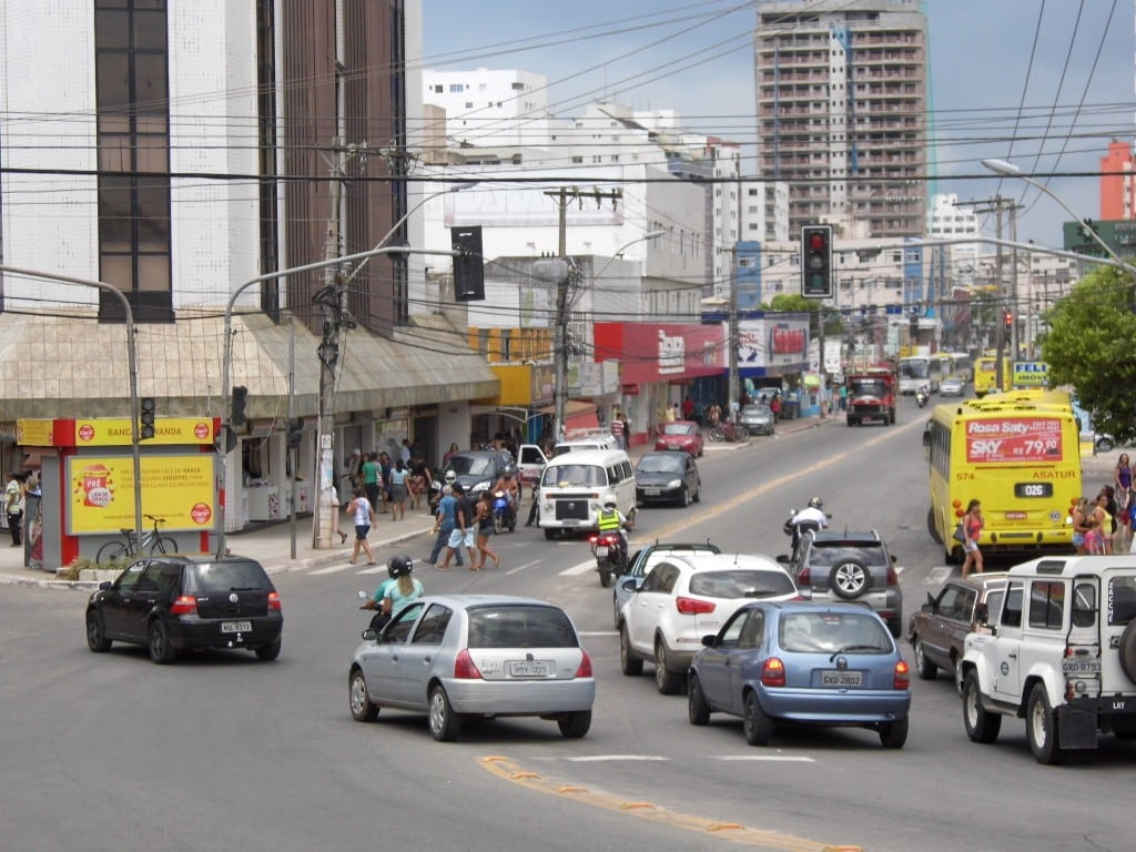 Com os semáforos apagados, passar pela descida da ponte é um risco. Foto: João Thomazelli/Portal 27