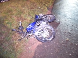 A moto de Alan foi destruída na colisão. Foto: João Thomazelli/Portal 27