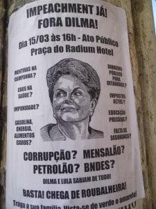 Cartaz espalhado pela cidade chama a população para participar do protesto.