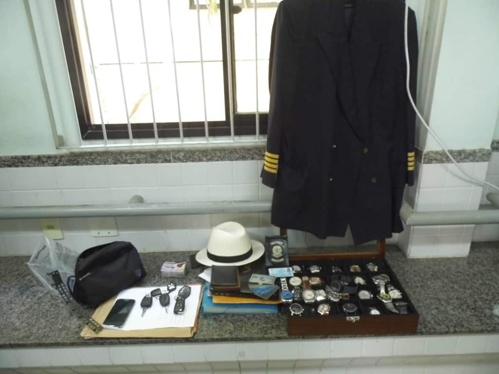 Vários relógios e cartões foram apreendidos pela policia civil na cobertura onde o acusado mora. Foto: João Thomazelli/Portal 27