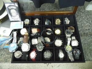 Relógios apreendidos no apartamento do suspeito. Foto: João Thomazelli/POrtal 27