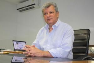 Prefeito Orly Gomes anuncia medidas de economia. Foto: PMG