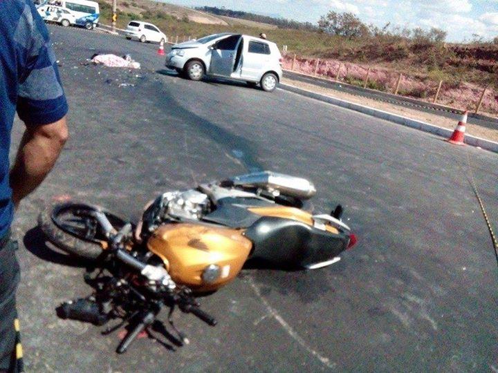 A moto parou a cerca de dez metros do local da colisão.