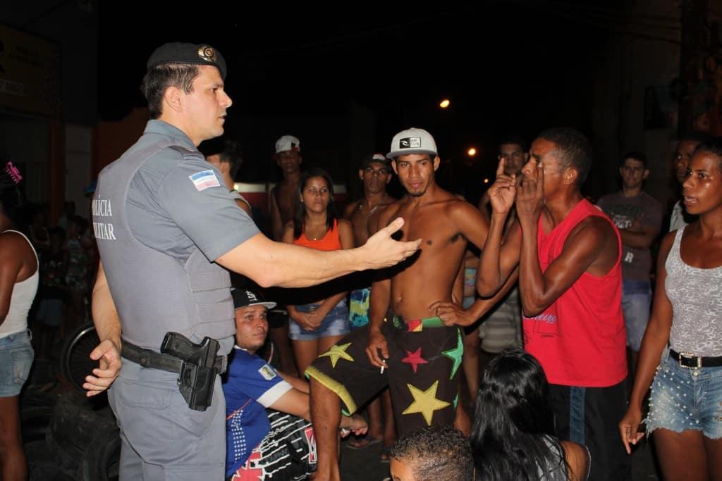 Policia militar e manifestantes negociaram a liberação da pista. Foto: João Thomazelli/Portal 27