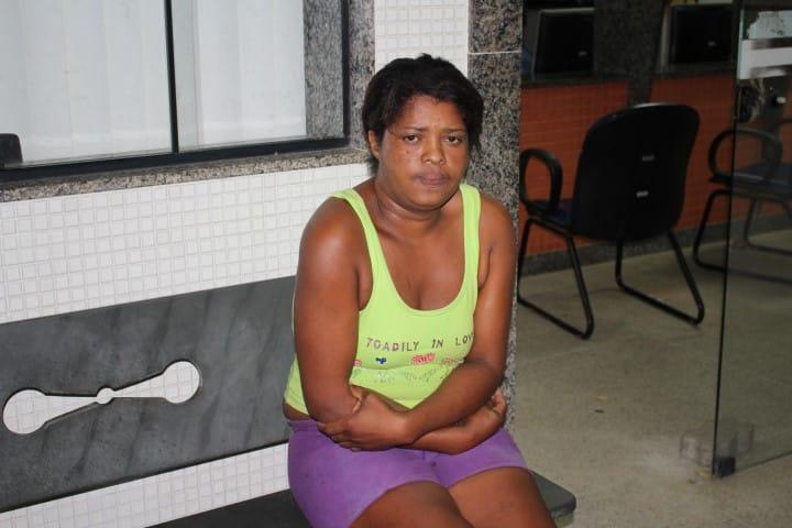 Luíza confessou ao delegado de plantão que usou a faca para se defender. Foto: João Thomazelli/Portal 27