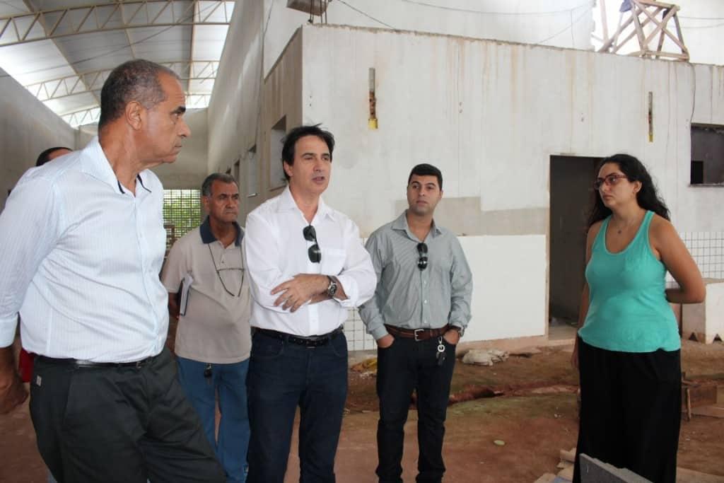 Edson Maglhães ao lado do diretor do Iopes e da professora Micaela Fraga. Foto: João Thomazelli/Portal 27