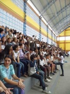 O ginásio ficou lotado com alunos da rede municipal. Foto: João Thomazelli/Portal 27